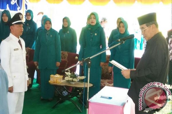 Bupati HSS Lantik Kades Simpur H Abdul Majib