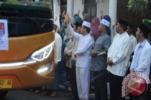 Wabup HSS Lepas  355 Calon Haji