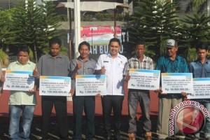 Petani Tanah Bumbu Terima Asuransi Rp789 Juta