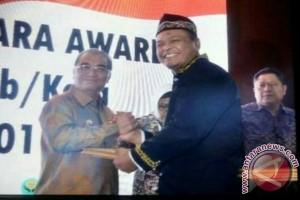 Bupati HSS Raih Penghargaan Inagara