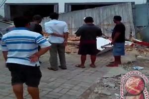 Tembok Alfamart Banjarbaru Runtuh Seorang Pekerja Tewas