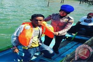 Satpolairud Tanbu Sosialisasi Jaket Pelampung Ke Nelayan