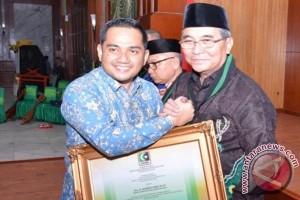 Bupati HSS Dianugerahi Anggota Kehormatan KAHMI Kalsel