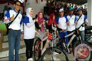 Ribuan Warga Antusias Ikuti Jalan Sehat KNPI