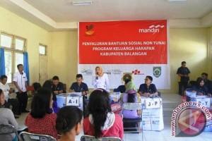 Masyarakat Tebing Tinggi Menerima Bantuan Program Keluarga Harapan
