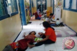 Pasien Anak Tidur Di Lorong