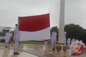 Meski Hujan Peringatan HUT RI tetap Khidmat