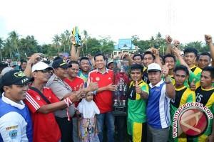 Bupati Tutup Kompetisi Sepakbola Panyipatan