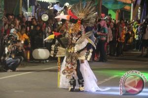 Menyaksikan Keragaman Kalsel Di Festival Pasar Terapung