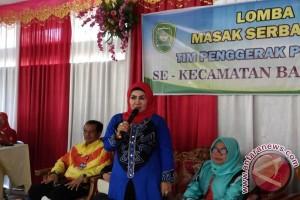 Ratna Ingatkan Ibu Hamil Manfaatkan Bidan Desa