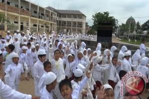 Guru Ajarkan Siswa SD Praktek Ibadah Haji