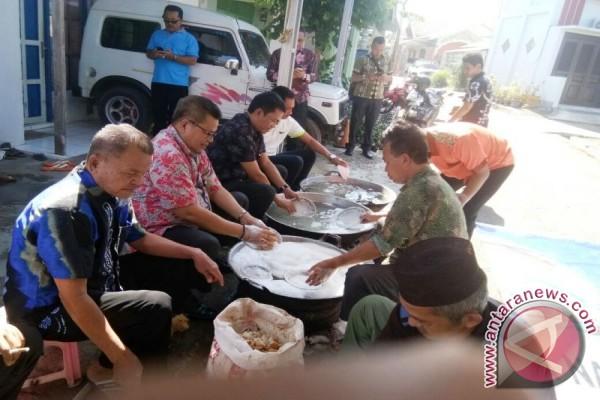 Gotong Royong Haul Guru Sakumpul