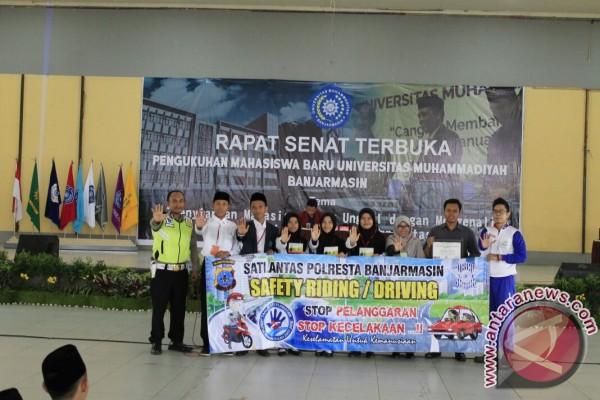 Polresta Banjarmasin Ajarkan Mahasiswa STIKES Cara Berlalu Lintas