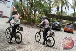 Menyapa Masyarakat Pelosok Dengan Bersepeda
