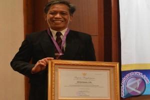 Kepala SMKN 2 Simpang Empat Raih Juara Nasional