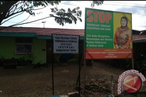 Ratna Naik Gunung  Sosialisasikan Anti KDRT