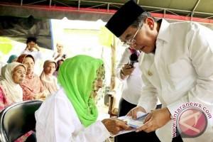 Bupati HSS Serahkan Bantuan Rumah Sejahtera Lima Kecamatan