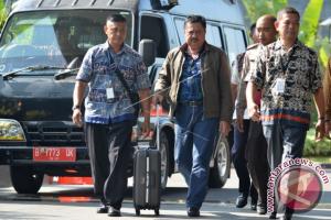 KPK  Bawa Dua Koper Berkas DPRD Banjarmasin