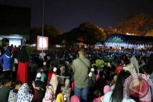 Ribuan Warga Nonbar Film G30S/PKI di Kandangan
