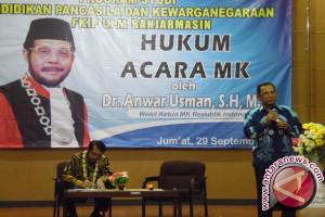 Anwar Usman Beri Kuliah Di FKIP ULM
