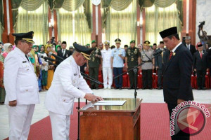 Gubernur Lantik Bupati dan Wakil Bupati HSU