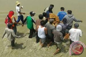 Tiga Hari Aminah Terapung  Di Laut