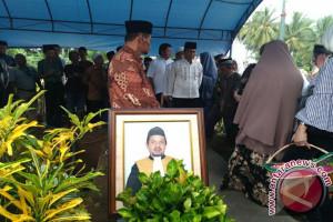Ratusan Pelayat Antar H Abdurrahman Ke Pemakaman
