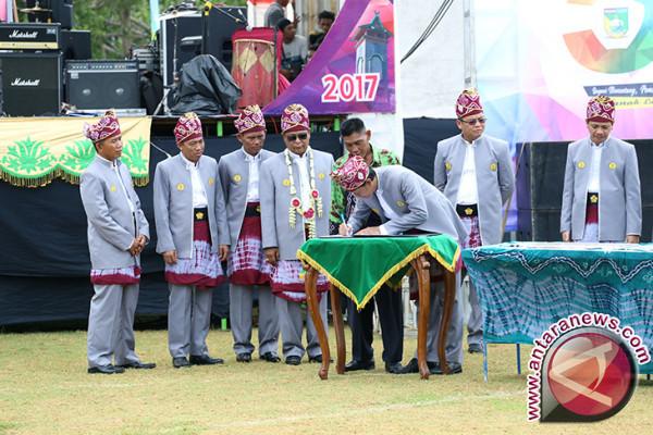 Governor inaugurates Warukin Airport