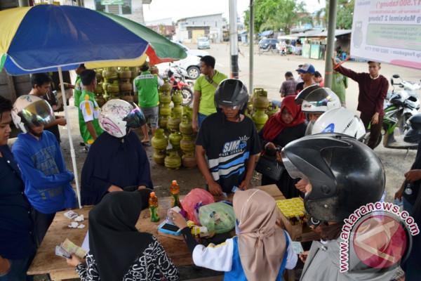 People Rush to Buy 3 Kg LPG