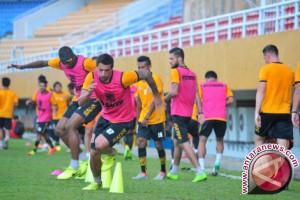 Borneo FC Resmi Kontrak Lopicic Dan Azamat