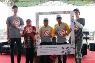 South Kalimantan Campaigns Anti-Smoking in the River