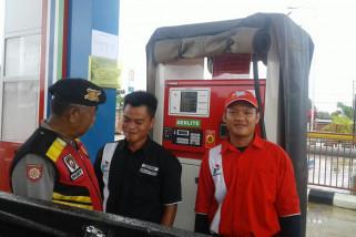 Personel Polres Banjar Cek Harga BBM