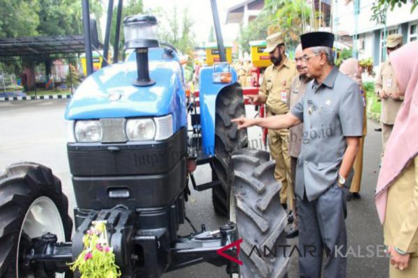 Tractors for Karang Intan and Aranio Farmers