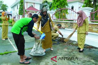 Anggota Dewan Kritik Sampah Dikawasan GOR Karias