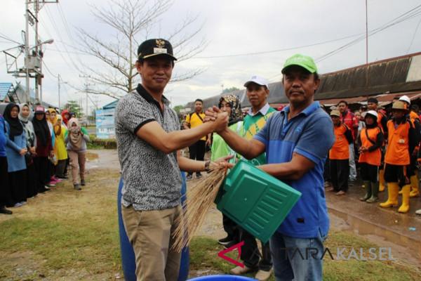 Wabup Bersih-Bersih Kawasan Handil Bakti
