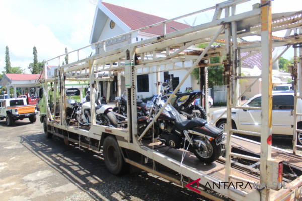 KPK Bawa Mobil Sitaan Milik Bupati HST Nonaktif Ke Jakarta