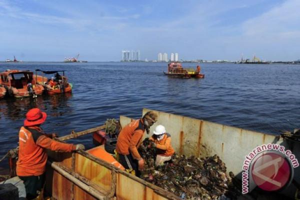 Pencemaran Plastik Teluk Jakarta Jadi Bom Waktu
