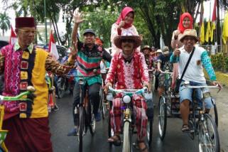 Komunitas Sepeda Ontel Meriahkan Parade BSF