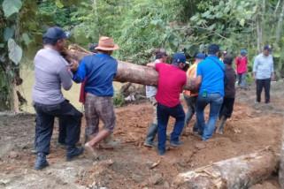 Jalan Peramasan-Muara Uri Kotabaru Kembali Bisa Dilewati
