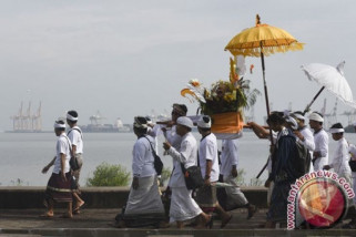 Umat Hindu Gotong Royong Songsong Nyepi