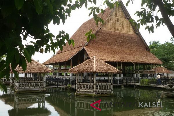 Govt to Re-functions Folk Market Muara Tapus