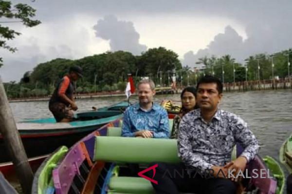 Danish ambassador impressed by river city Banjarmasin