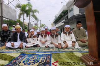 Ibnu-Herman Solat Ied Bersama Masyarakat