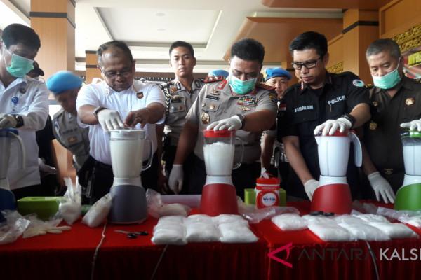 "Police chief destroys 18 kg ""Abon Balado Padang"" sabu-sabu"