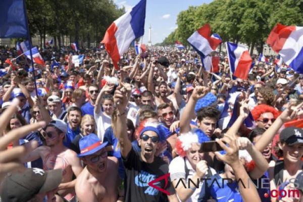 Pendukung Prancis bersuka cita dari Paris sampai Moskow