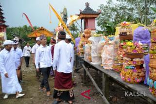 Umat Hindu Desa Dwipadari gelar upacara Piodalan