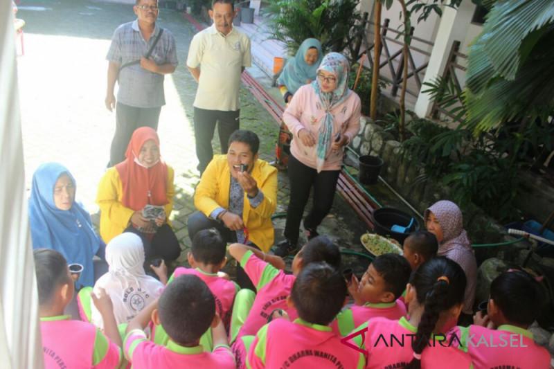 Mahasiswa riset sekaligus perkenalkan pengelolaan lingkungan di SDLB