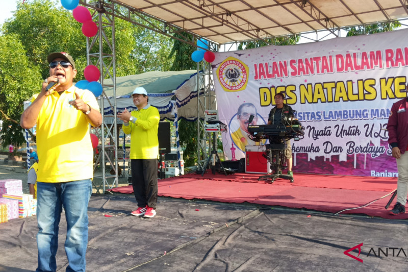 Paman Birin motivasi mahasiswa saat Jalan Santai Dies Natalis Ke-60 ULM