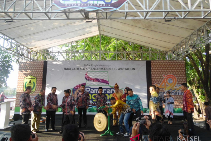Dozens foreign tourists attend Banjarmasin trade fair