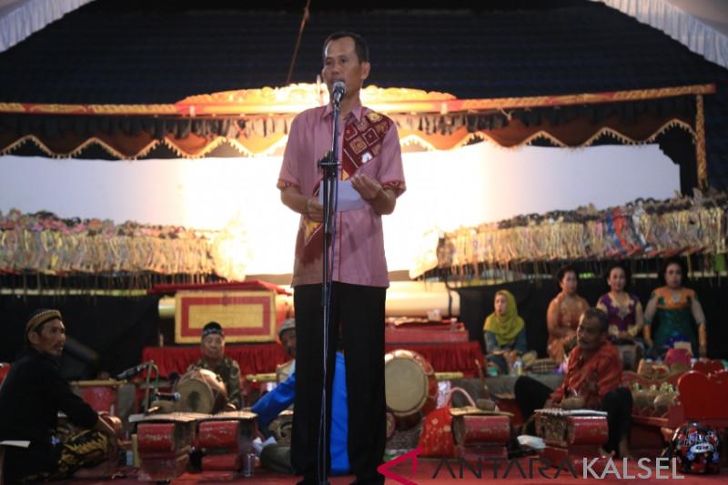 Tanah Laut govt holds wayang kulit show